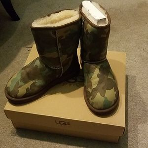 Ugg classic short camp boots